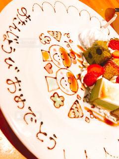 皿の上のケーキの一部の写真・画像素材[1140181]