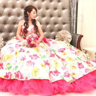 ピンクのドレスの女の子の写真・画像素材[1229981]