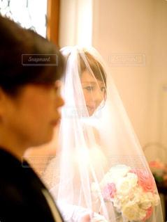 男と女のカメラ目線の写真・画像素材[1230469]