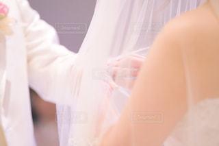 白いシャツの人の写真・画像素材[1232010]