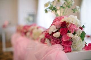 ピンクの花の花束の写真・画像素材[1371341]