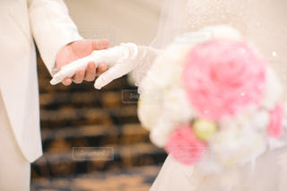 女性,男性,花,LOVE,ピンク,手,結婚式,ドレス,人物,人,flower,前撮り,ピンク色,pink,タキシード,ウェディング,ウェディングブーケ