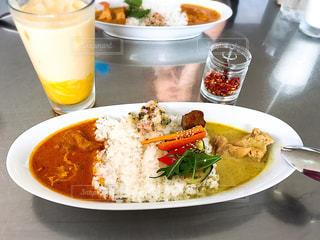 米肉と野菜一杯の食べ物の皿の写真・画像素材[1642019]
