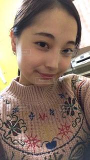 selfie を取っている女の子の写真・画像素材[1034870]