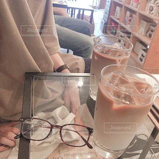 ファッション,カフェ,アクセサリー,眼鏡,テーブル,カフェラテ,明るい,カラー,メガネ,メガネ男子