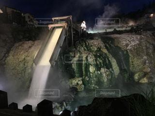 火で大きな滝の写真・画像素材[1010402]