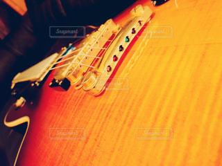 インテリア,屋内,黒,モノクロ,部屋,ギター,家,オシャレ,楽器,音楽,趣味,グラデーション