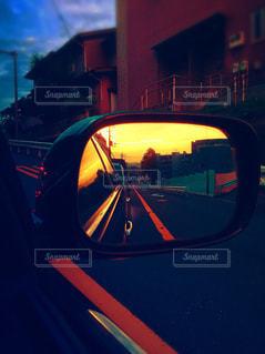 風景,空,夕日,屋外,青,夕焼け,車,景色,オレンジ,鏡,夕陽,ミラー,橙