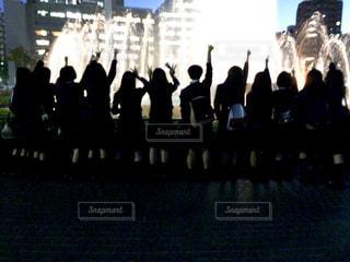 観衆の前で立っている人のグループの写真・画像素材[1010198]