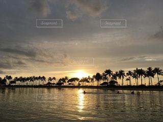 ハワイサンセットの写真・画像素材[1015045]