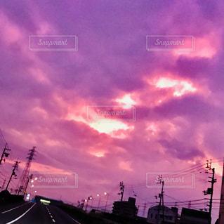 街に沈む夕日の写真・画像素材[1463345]