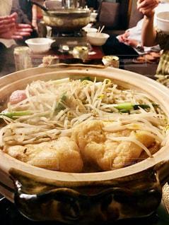 テーブルの上に食べ物のボウルの写真・画像素材[1470429]