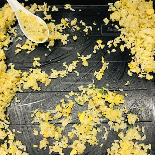白と黄色で花丼の写真・画像素材[1779701]
