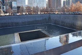 川が流れる国立 9.11 記念碑・博物館の写真・画像素材[1013193]