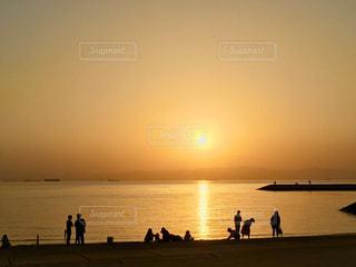 自然,風景,海,空,夕日,ビーチ,夕焼け,海岸,シルエット,人,浜辺,夕陽,フォトジェニック