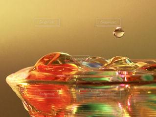 カラフル,水,黄色,水滴,鮮やか,キラキラ,水玉,グラス,ビー玉,マクロ,きらきら,インスタ映え,多色