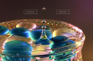 カラフル,青,水,水滴,鮮やか,キラキラ,水玉,グラス,ビー玉,マクロ,きらきら,インスタ映え,多色