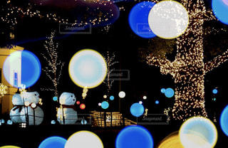 スノーマンと灯りの写真・画像素材[2823547]