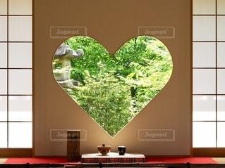 幸せを呼ぶ窓の写真・画像素材[3371185]