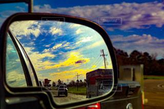 車のサイドミラー ビューの写真・画像素材[1027035]