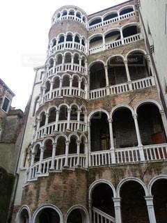 ヴェネツィア市内 螺旋階段の写真・画像素材[1020030]