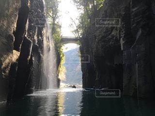 いくつかの水の上の大きな滝 - No.1022678