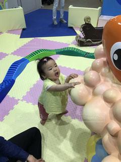 夏,女の子,赤ちゃん,つかまり立ち,島根県,9ヶ月,アクアス,半袖