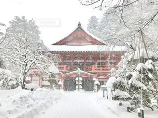 お寺の雪景色の写真・画像素材[4168377]