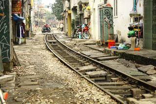 ベトナム都市部の線路の写真・画像素材[1022398]