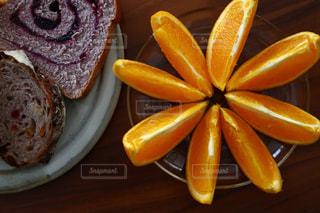皿の上の食べ物の写真・画像素材[3149110]