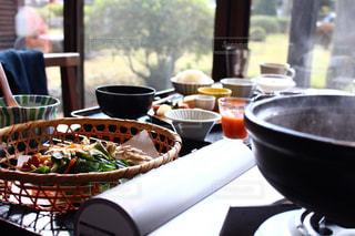 テーブルの上の食べ物の写真・画像素材[3177622]