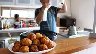 テーブルの上の食べ物の写真・画像素材[3177625]