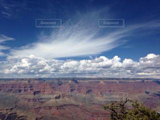 背景の山と渓谷の写真・画像素材[1022362]