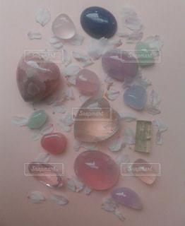 ピンク,カラフル,花びら,光,ハート,石,宝石,天然石,淡い光,淡い,クリスタル,多色