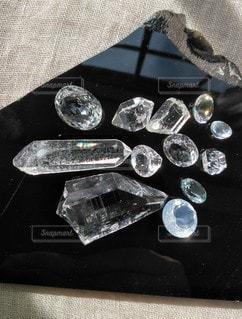 透明,黒,光,眩しい,宝石,天然石,クリア,水晶,ストーン,輝き,クリスタル,ブラック,黒コーデ,黒曜石