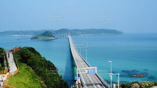 水の体の上の橋の写真・画像素材[1023745]