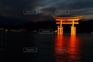 厳島神社と水と光の写真・画像素材[1025741]