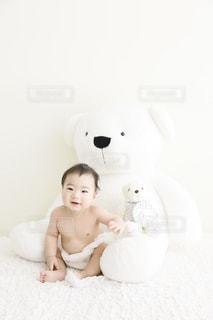白,赤ちゃん,男の子,ホワイト,ハーフバースデー,6ヶ月,シロクマ,真っ白,白クマ,ホワイトコーデ,ホワイトカラー,ハーフバースデーフォト