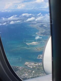 飛行機窓の外の景色の写真・画像素材[1398879]