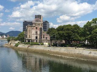 水の体に囲まれた城 - No.1025414