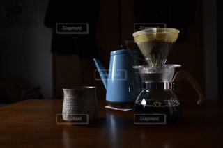 テーブルの上のコーヒーの写真・画像素材[1026096]