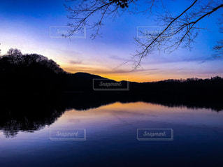 空,夕日,湖,カラフル,夕焼け,夕暮れ,景色,鮮やか,旅行,フォトジェニック,一碧湖