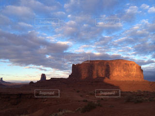 背景の山と渓谷の写真・画像素材[1026629]