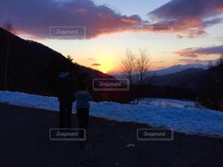 家族,2人,冬,カメラ,屋外,子供,癒し,旅行,夕陽,男女,スキー場,おしゃれ