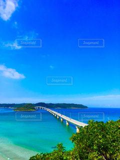 水の体の上の橋 - No.1028152