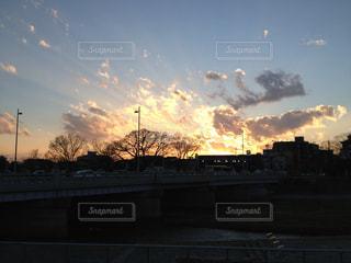 空,夕日,京都,綺麗,オレンジ,河川敷,川沿い,鴨川