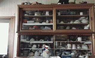 レトロな食器棚の写真・画像素材[1030242]