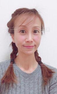 三つ編みの女性の写真・画像素材[1032694]