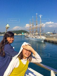 船に乗る女子の写真・画像素材[1051477]