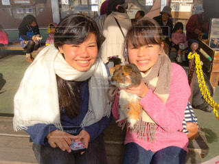 動物と女の子の写真・画像素材[1051506]